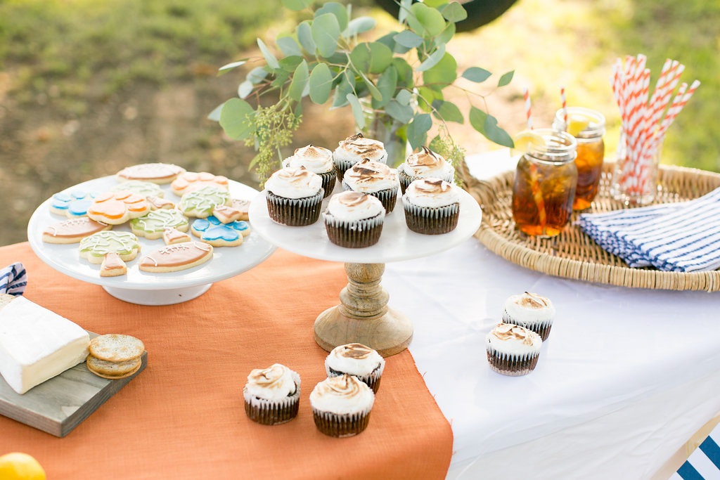 Tailgate-Friendly Toasted S'mores Cupcakes with ...